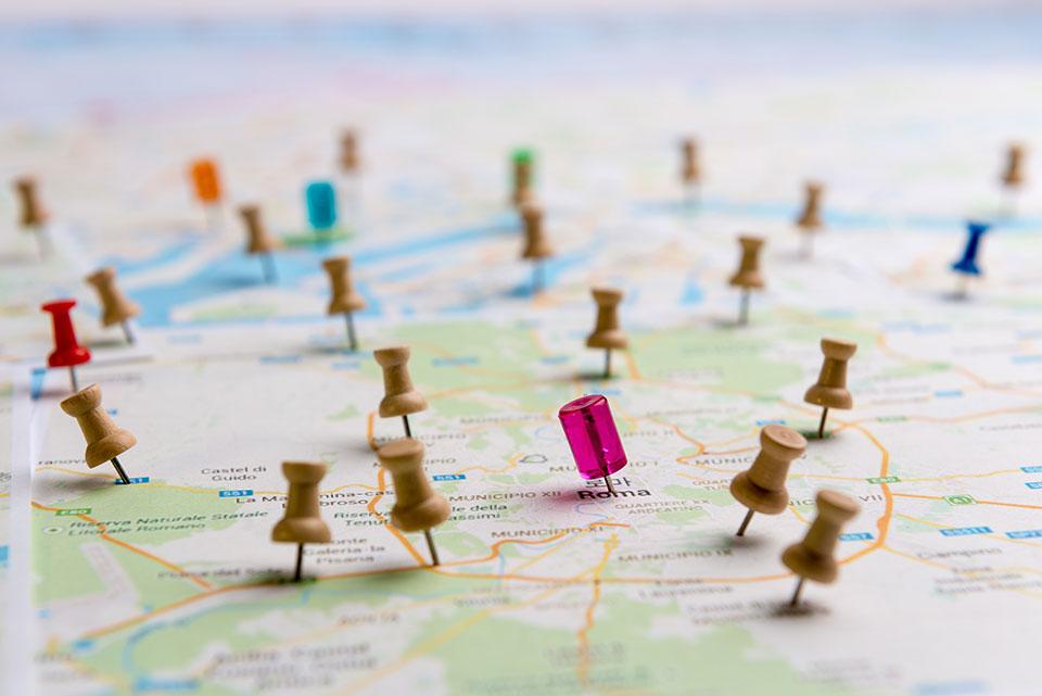 סימוני מיקום על ידי סיכה על המפה