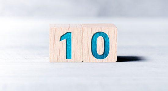 מספר 10 על עץ